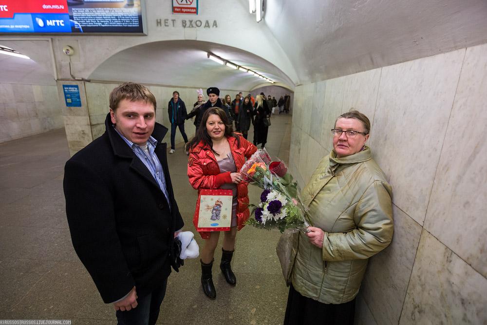 Короткие юбки в московском метро