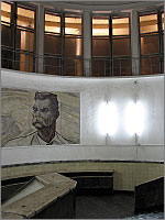 (c) Russos, 2004