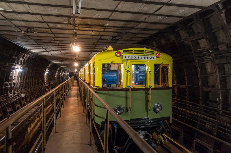 Теплый, ламповый и невероятно комфортный — самый первый вагон метро типа «А»