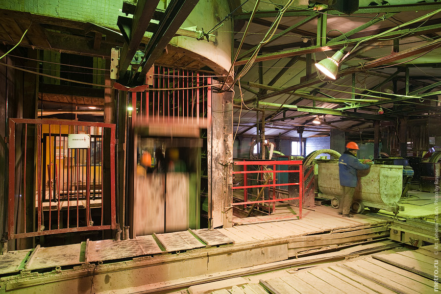 Достоевская, классический метрострой (c) www.metro.ru, Russos, 2010