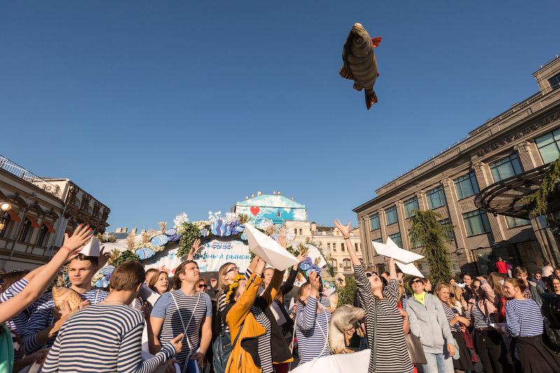Как рыба над Москвой летала