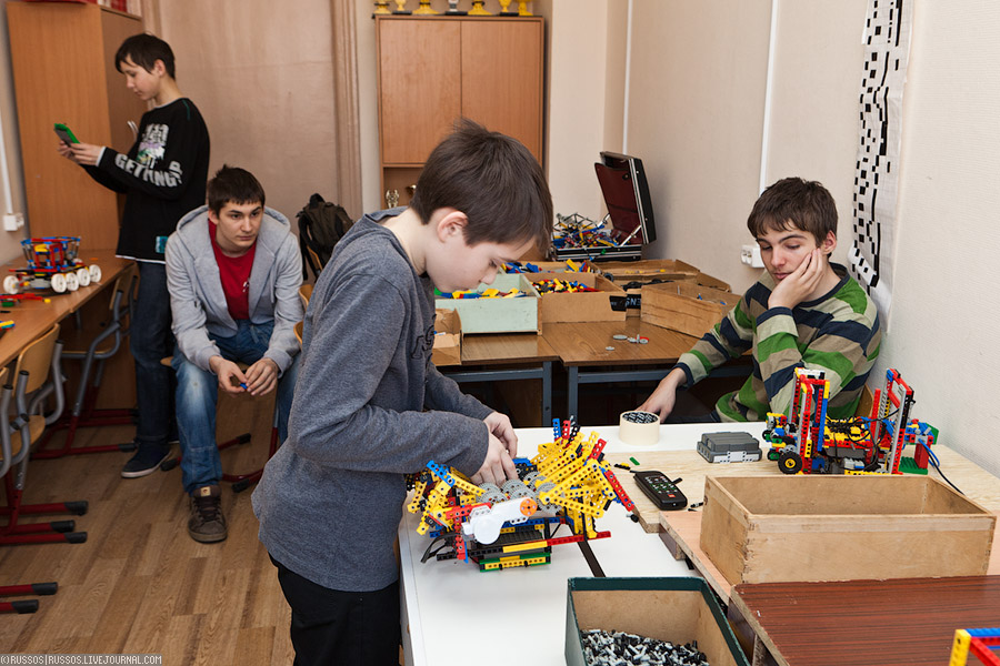 «Школа» Лего-роботов (c) Russos, 2011
