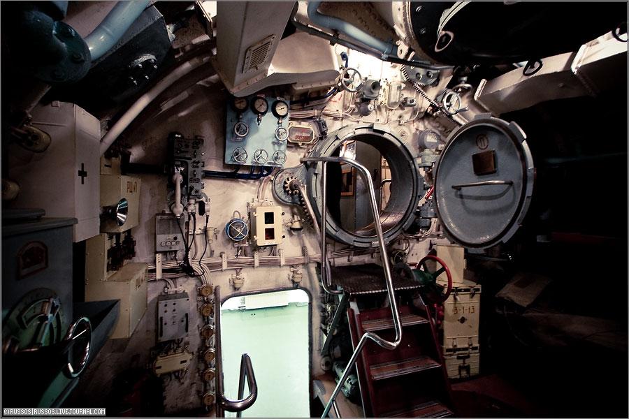 как называются люки на подводной лодке