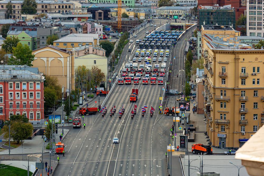 Парад коммунальной техники в Москве