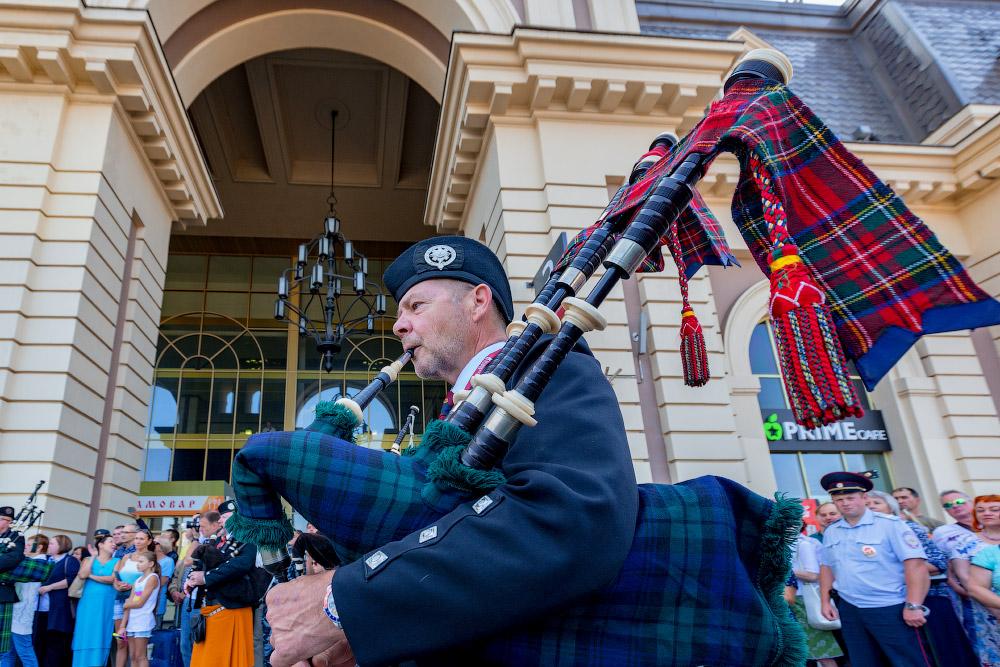 Кельтский оркестр волынок и барабанов на Павелецком вокзале