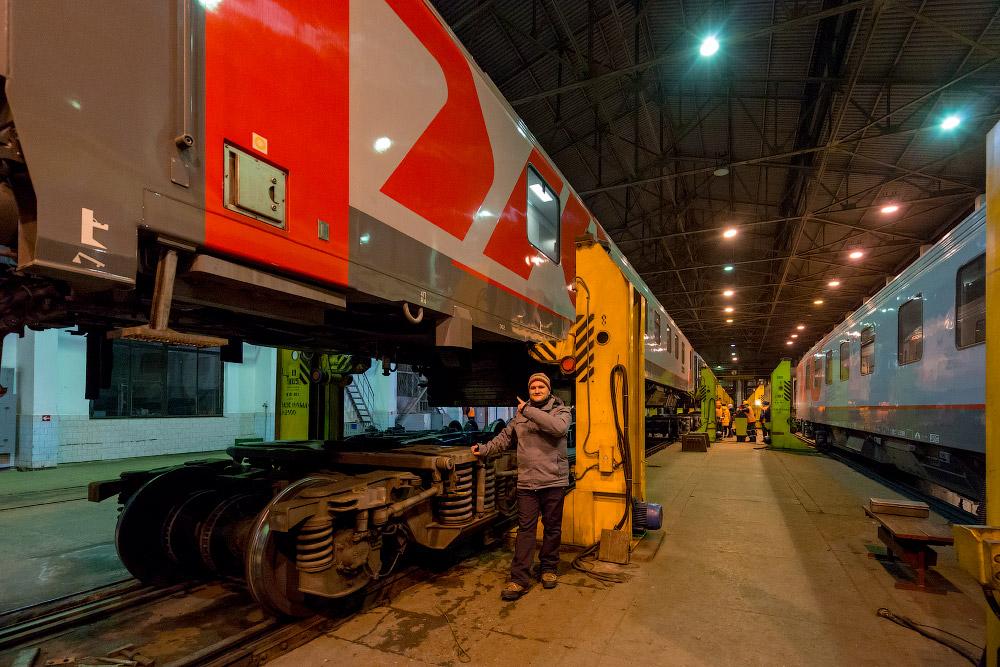 Смена железнодорожных тележек на российскую колею в Бресте
