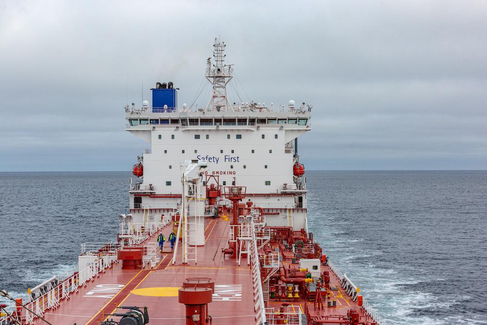 Как перевозят нефть на танкере?