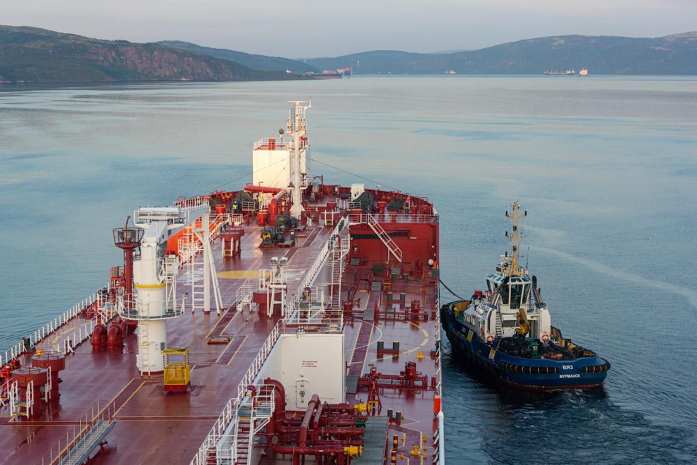 Как танкер входит в порт Мурманска
